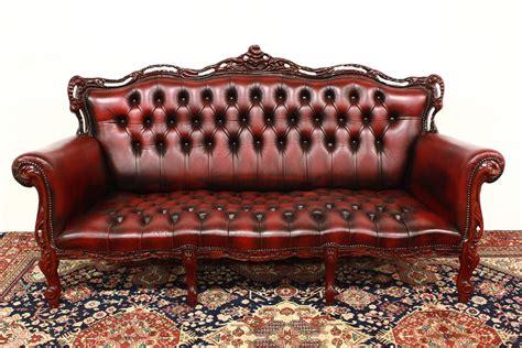 Divano Modello Chesterfield 3 Posti Bordeaux Originale