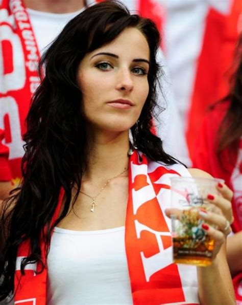 Hot Spanish Soccer Girl Fans 2012 All In All Pictures