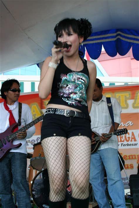 Foto Ayu Ting Ting Menggunakan Hot Pant Artis Bugil