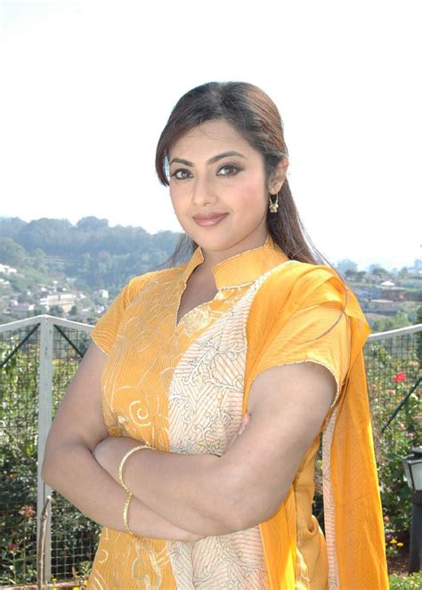 Meena Hot Actress Images Photos Wallpapers