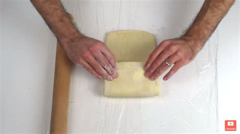 comment faire cuire une pate feuilletee il vous montre comment faire une p 226 te feuillet 233 e en seulement 10 minutes c est fait maison
