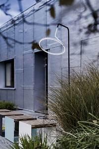 Lampadaire Design Led : lampadaire design courb led laso pour clairage ext rieur en m tal acier et aluminium de ~ Teatrodelosmanantiales.com Idées de Décoration