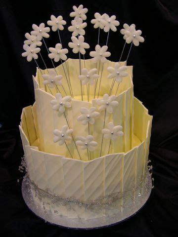 white chocolate shards  daisies heidelberg cakes