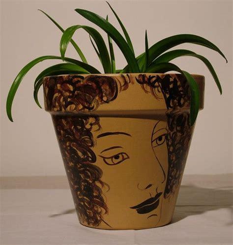 dipingere vasi di terracotta vasi terracotta colorati uno sfondo di vasi di