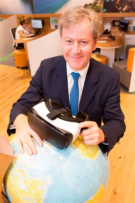 Virtual reality tours through headsets at travel agents ...