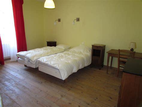 cloisonner une chambre partager une chambre en deux dcorer des objets en bois