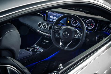 I show you around the interior and displays in the brand new mercedes s63 amg coupe. Mercedes S63 AMG Coupe review - DrivingTalk