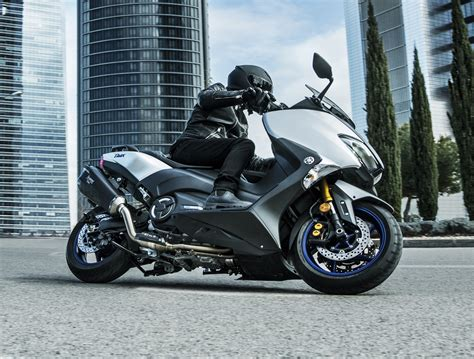 Review Yamaha Tmax Dx by 2018 Yamaha Tmax In Europe New Sx And Dx Version