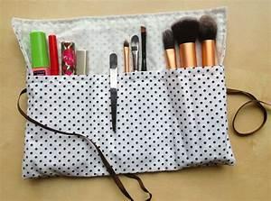 Petite Trousse Maquillage : r alisez une petite trousse maquillage pour emporter vos pinceaux vos mascara crayons ~ Teatrodelosmanantiales.com Idées de Décoration