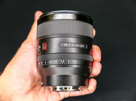 sony fe mm  gm hands   photography blog