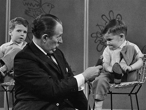 popular    tv host art linkletter dies