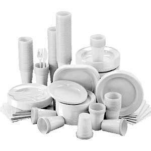 piatti e bicchieri di plastica colorati dove vanno i piatti le posate e i bicchieri di plastica
