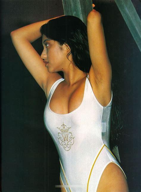 Sarah Azhari Hot White Swimsuit Foto Sexy Artis Indonesia