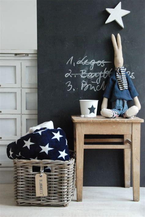 table basse chambre peinture ardoise chambre enfant table basse bois corbeille
