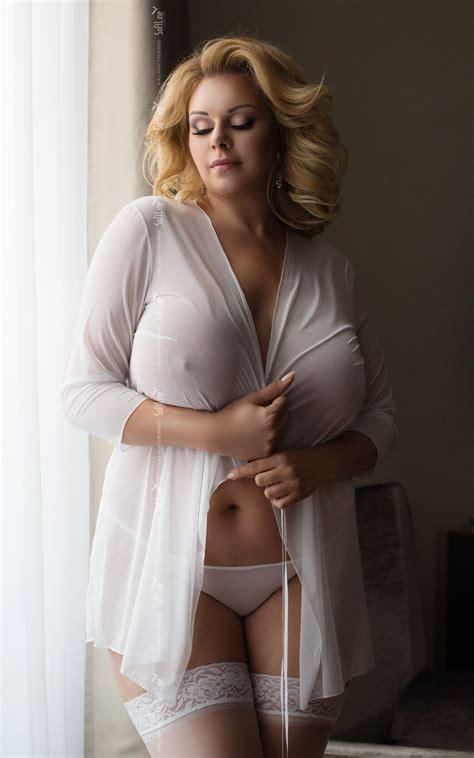 kurvige modelle naked