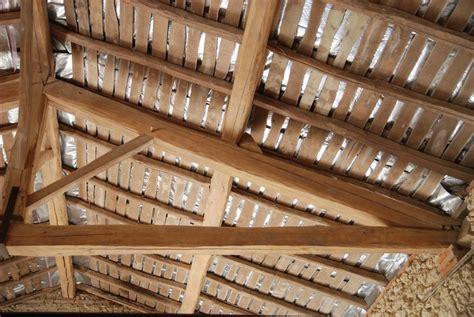 isolation sur volige comment isoler  plafond sur volige