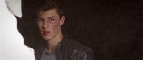 "Shawn Mendes Premieres ""stitches"" Video"