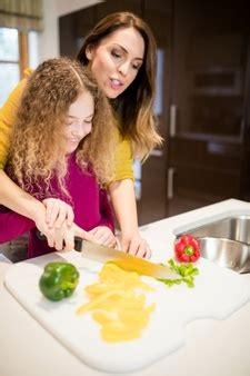 il baise sa mere dans la cuisine poivron jaune vecteurs et photos gratuites