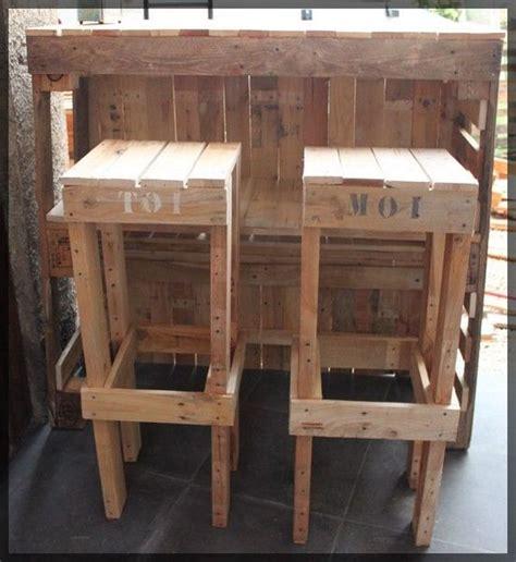 meuble derriere canapé le bar et ses tabourets la boîte à woody