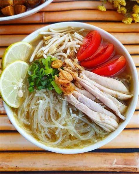 Daging ayam adalah salah satu bahan andalan untuk memasak. Resep Soto Ayam Madura Enak Praktis dan Super Gurih Wajib ...