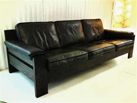Difference Between Settee And Sofa by The Difference Between Chesterfield Sofa Settee