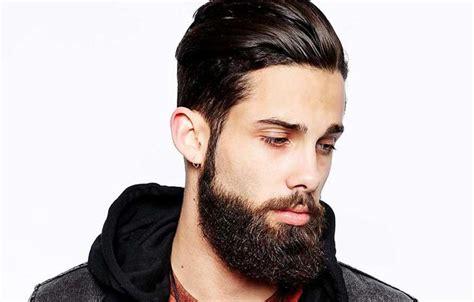 tagli capelli uomo rasati ai lati lunghi sopra rq