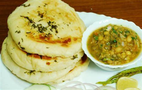 pakistani kitchen naan cholay
