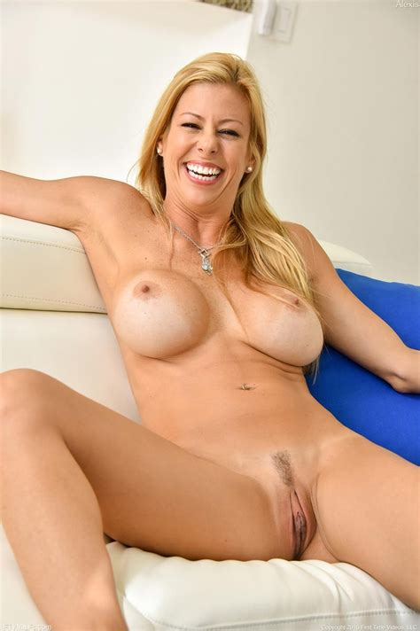 Athletic blonde milf with round melons - Pichunter