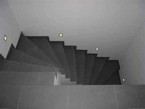 Treppenbeleuchtung   NIKOLAUS LUENEBURG.DE