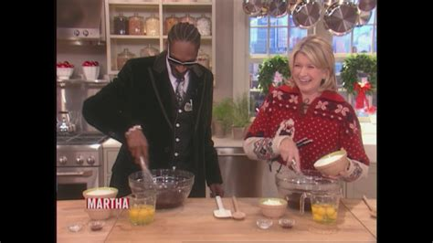 video baking brownies  snoop dogg martha stewart