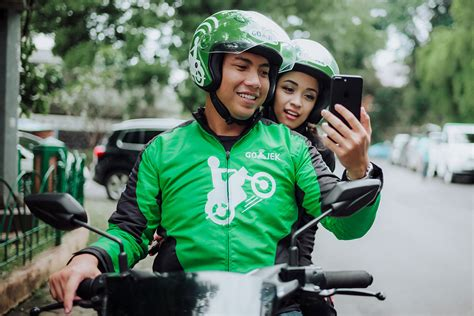 go jek begins operations in singapore with launch of beta