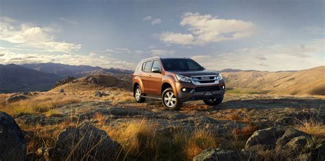 new 2014 isuzu mu x suv pictures and details autotribute