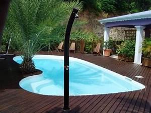 Douche Extérieure Pour Piscine : une douche solaire pour votre piscine piscine ~ Edinachiropracticcenter.com Idées de Décoration