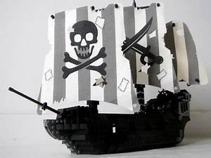 Tiny Black Pearl by Sebeus Iniwum | Pirate LEGO