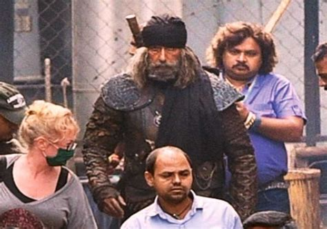 Amitabh Bachchan Looks Deadlier In The Leaked Pic Of Thugs