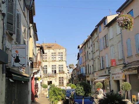 chambres d hotes luberon charme photo rue de la ville de tarascon