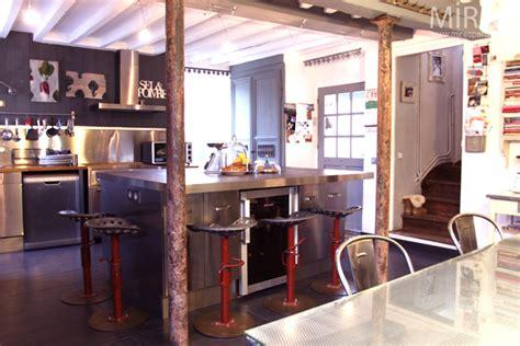 loft cuisine cuisine loft avec carrelage foncé c0678 mires