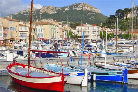 restaurant port de cassis rando en bord de mer de la calanque d en vau 224 cassis cassonade et camembert