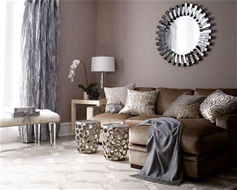 Peinture salon couleur taupe et rideaux gris