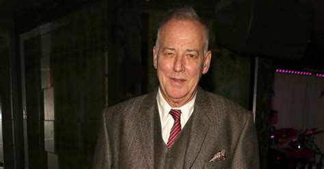 Michael Barrymore to SUE police for £20m after he was ...