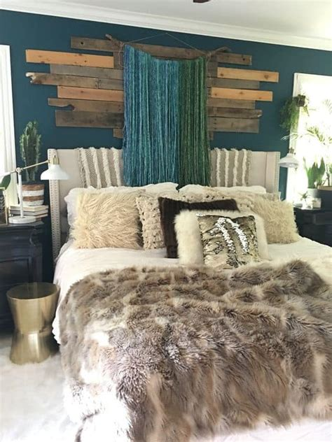 small bedroom decorating ideas  faux fur pillows
