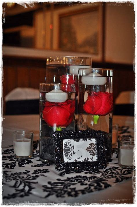 black and white wedding centerpieces idea with a touch of
