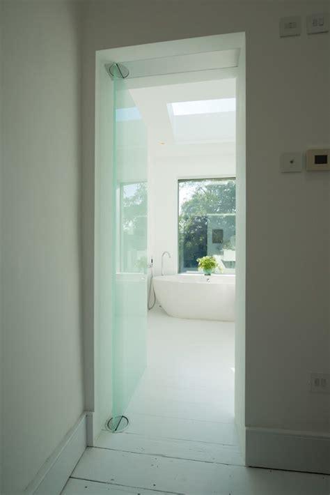 White bathroom. Dorma Visur | White bathroom, Bathroom, House