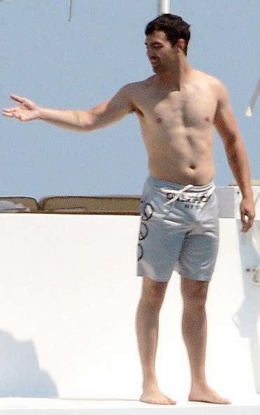 Omg Praise Be Joe Jonas Bulges Out In Swim Shorts In