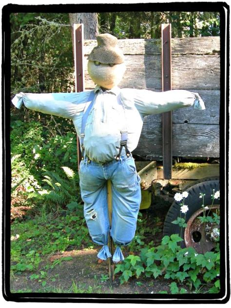 diy scarecrow how to make a scarecrow with items around