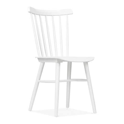 chaise blanche en bois chaise classique blanche en bois par cult living