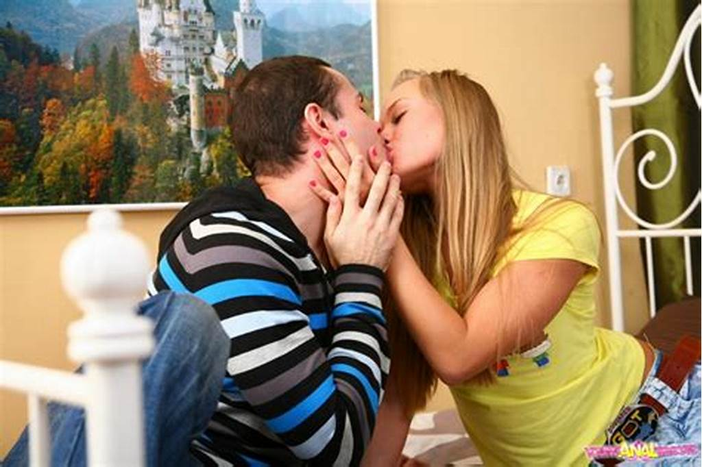 #Blonde #Babe #Licks #Glance #Penis #Of #Her #Bf #And #Hard #Pounded