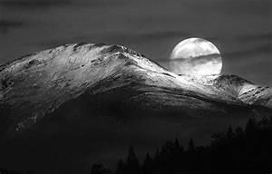Moon Meets Earth - Ultra Zoom View - XciteFun.net