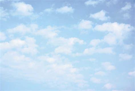 deco chambre noir et blanc papier peint panoramique ciel bleu nuages blancs