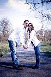 40 of the most awkward engagement photos taken